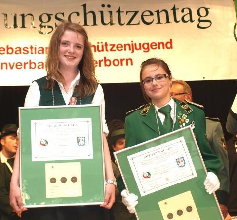 Diözesanprinzessin Julia Heilemann aus Warburg und Diözesanschülerprinzessin Laura-Marie Emig aus Werl.
