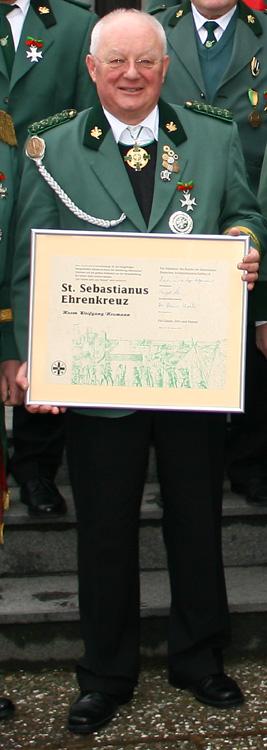 Wolfgang Neumann wurde mit dem St. Sebastianus Ehrenkreuz ausgezeichnet.