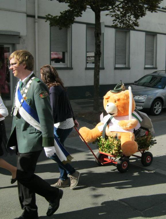 """Bezirksschülerprinz Fabian Rehrmann und Schützenbruder """"Helmut"""""""
