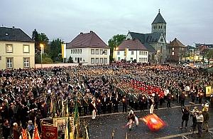 Großer Zapfenstreich auf dem Domplatz in Paderborn.